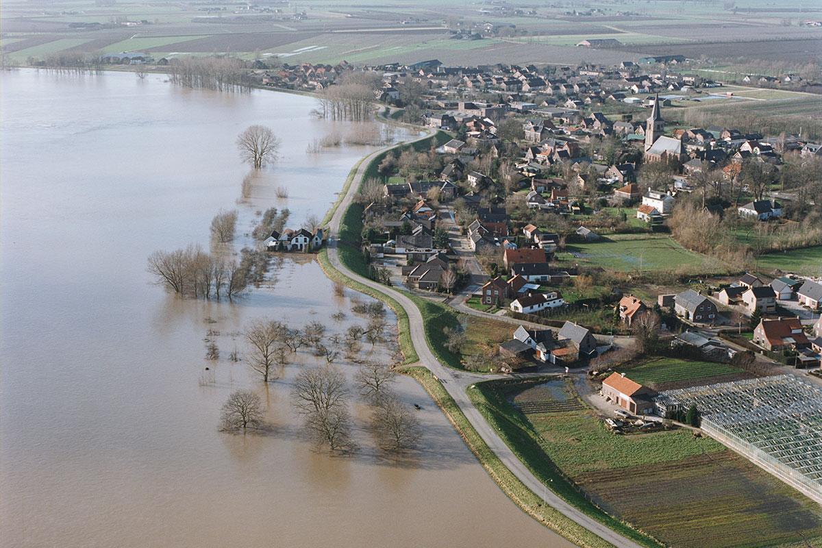 Evacuatie In 1995? Joke Van Den Ban Bleef